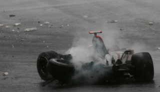alonso fuji 2007 crash mclaren